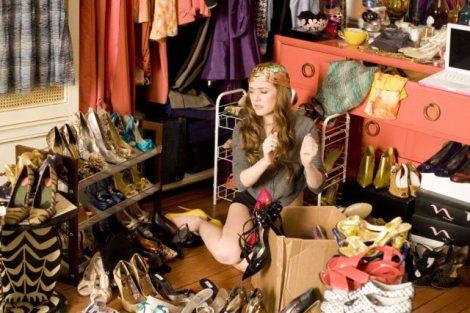Woman-closet-dressing-up-